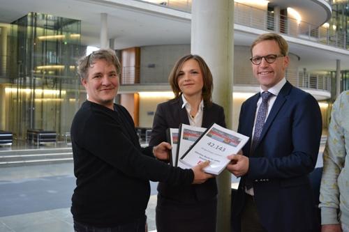 """BVT* überreicht Petition """"Gleiches Recht Für Jedes Geschlecht"""" An Bundestagsabgeordnete – Koalition Zur Einführung Des Dritten Geschlechtseintrags Noch Uneinig"""